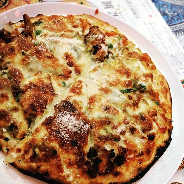 久しぶりに外食!ペルシャ風チーズピザだよー#dinner #restraint #pizza #yammy